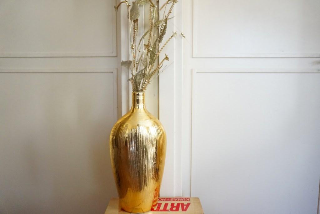 Sarı Altın Boyama Vazo Ve çiçekleri Kullanılmış Biblo Vazo