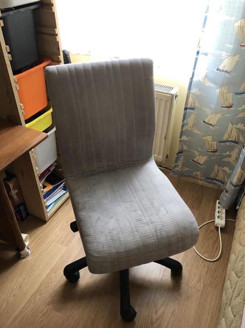 Çilek mobilya tekerlekli çalışma sandalyesi resmi