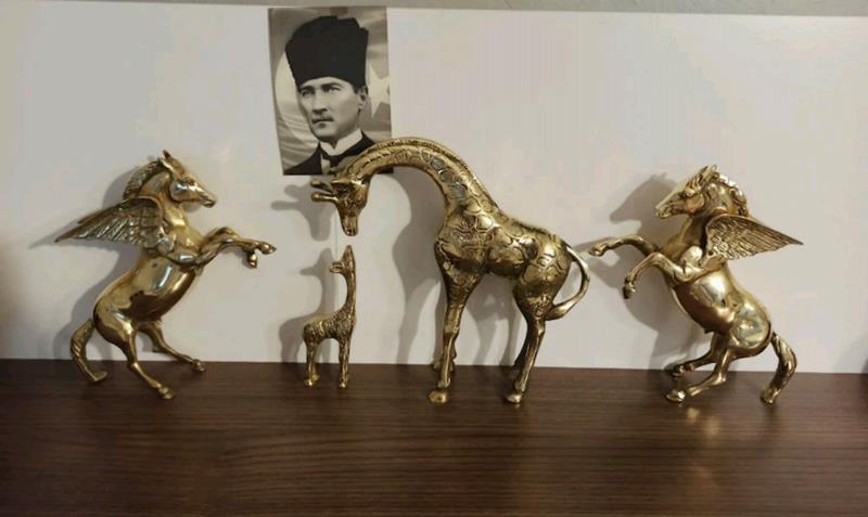 Komple pirinç takım büyüklü küçüklü zürafa ve 2 adet pegasus kanatlı at resmi